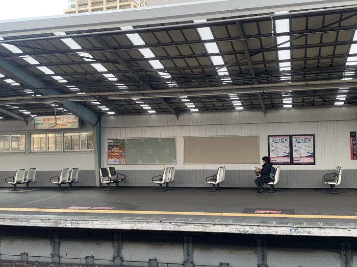 駅ホーム椅子2